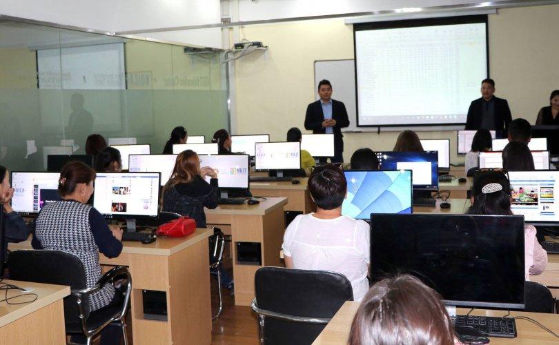 Компьютерийн үндсэн хэрэглээний сургалтыг 151 залуу амжилттай төгслөө