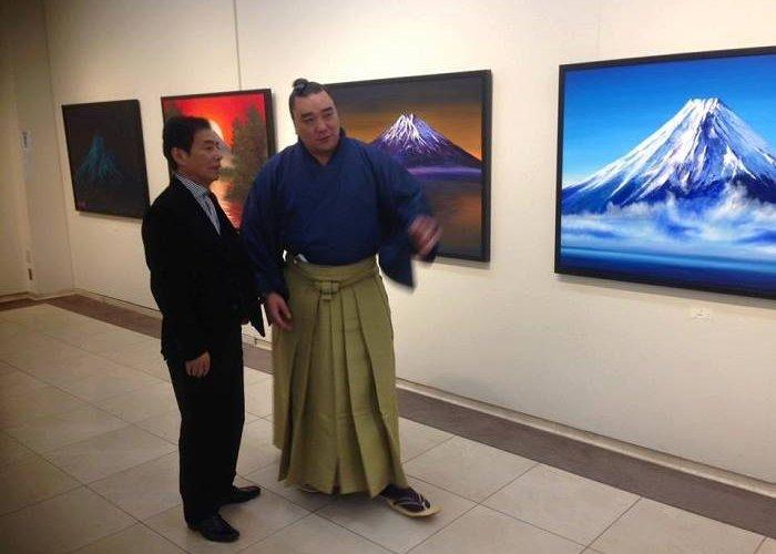 Харумафүжи бие даасан үзэсгэлэнгээ Японд дэлгэлээ