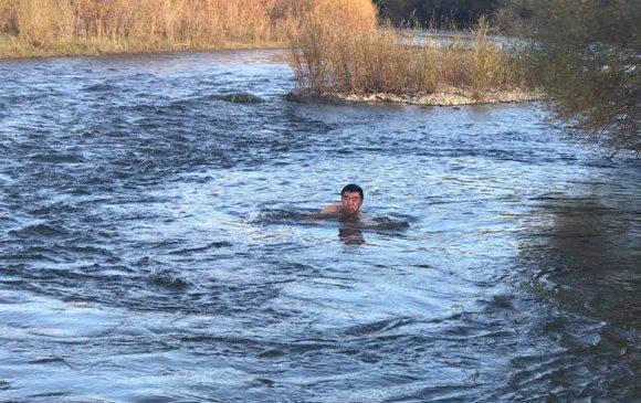 С.Бямбацогт Туулын усанд шумбажээ