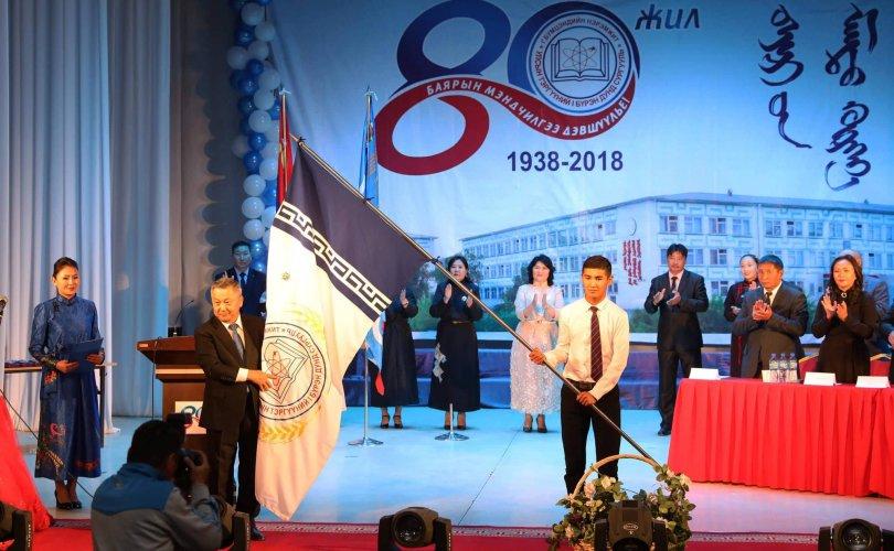 Сэлэнгэ аймгийн Сүхбаатар сумын Бумцэндийн нэрэмжит Ерөнхий боловсролын I сургуулийг Алтан гадас одонгоор шагнав