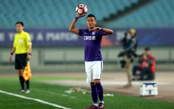 Уйгур залуу Хятадын хөл бөмбөгийн шигшээд багтсан нь