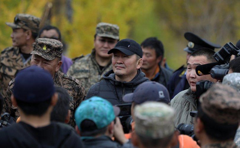 Ерөнхийлөгч Завхан аймгийн Ар ганга уулын ойн цэвэрлэгээний ажлын явцтай танилцлаа