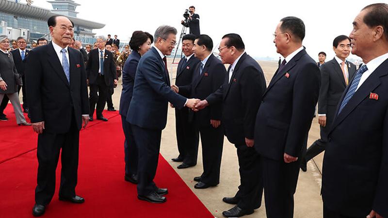 Хоёр Солонгосын удирдагчид Пэктү уул руу явжээ