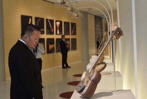 Х.Баттулга Азербайжаны өв, соёлын төвөөр зочлов
