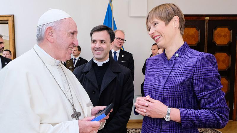 Ромын Пап лам Эстонийн цахим иргэн боллоо