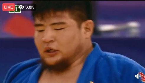 Ө.Дүүрэнбаяр Японы бөхийг ялж, хагас шигшээд үлдлээ
