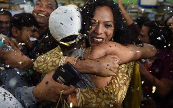 Энэтхэг улс ЛГБТ хүмүүсийг хуулиар зөвшөөрлөө