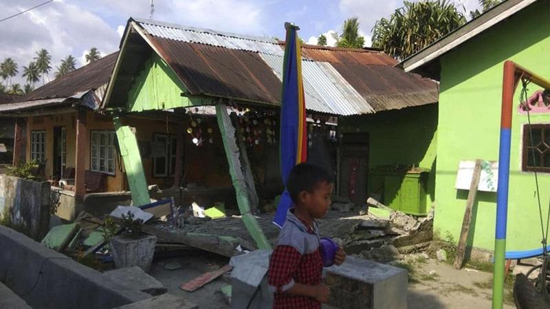 Индонезид газар хөдөлж, 30 хүн амь үрэгджээ