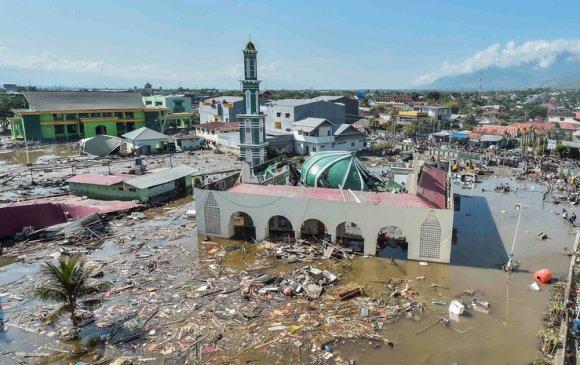 Газар хөдлөлт, цунамигийн улмаас 832 хүн амиа алджээ