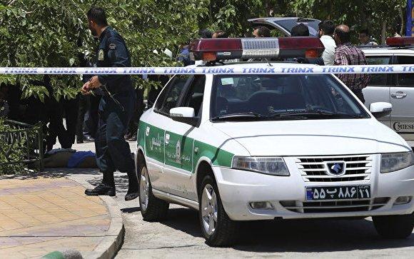 Иранд цэргийн парадын үеэр халдлага гарчээ