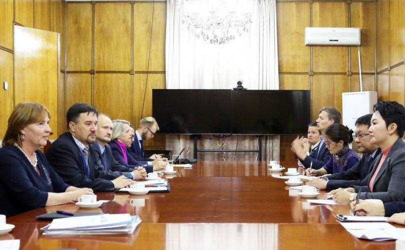 Европын парламентын төлөөлөгчдийг хүлээн авч уулзав