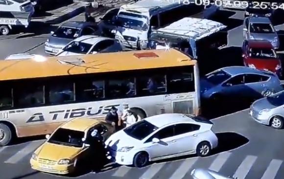 Дөрвөн автомашин мөргөлдсөн осол гарчээ