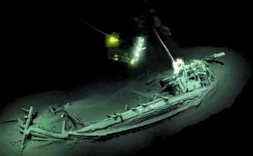Дэлхийн хамгийн эртний хөлгийг Хар тэнгисийн ёроолоос олжээ