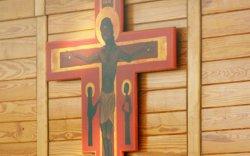 Бурхныг доромжлохыг гэмт хэрэгт тооцсон хуулийг эсэргүүцэж байна