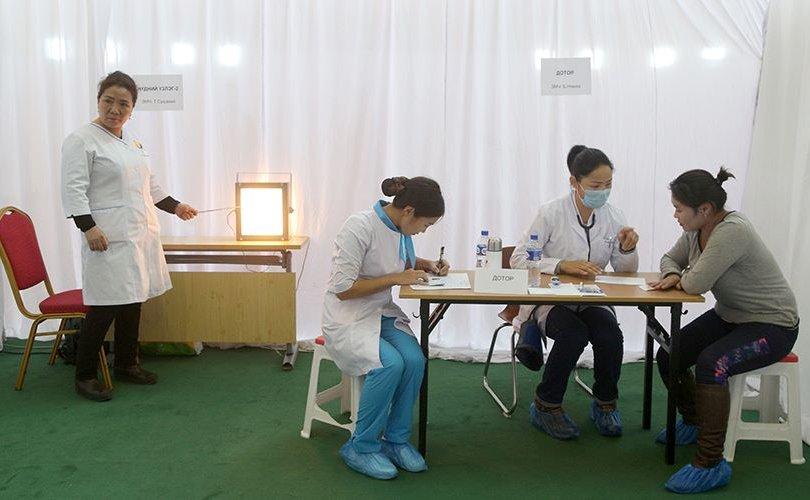 Нарийн мэргэжлийн эмч нар үнэ төлбөргүй үзлэг, оношлогоо хийлээ