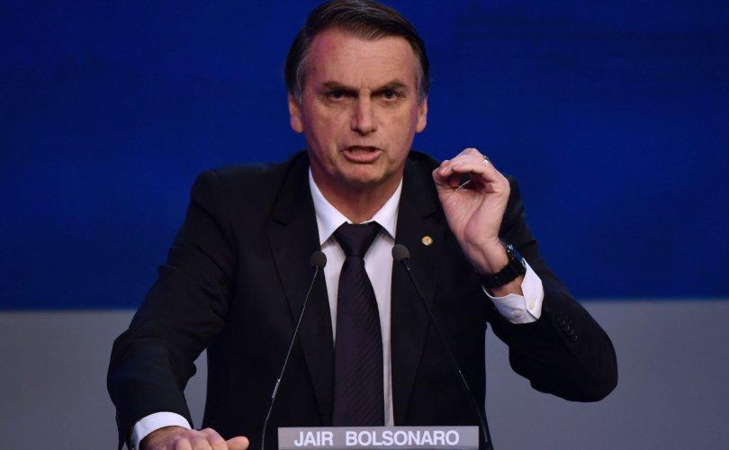 """Бразилын """"Трамп"""" Болсонаро ялалт байгууллаа"""