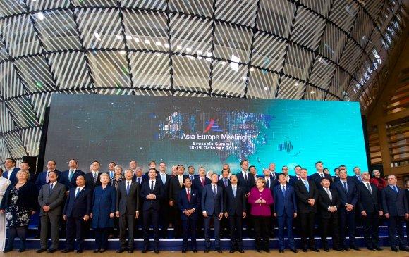Ерөнхийлөгч АСЕМ-ын зочид, төлөөлөгчидтэй дурсгалын зураг татууллаа