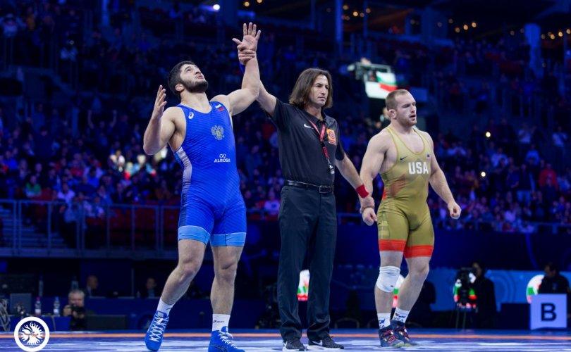 Садулаев Снайдерыг хожиж, Т.Түвшинтулга дэлхийн медальтан болов