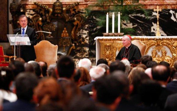 Өмнөд Солонгосын ерөнхийлөгч Ватиканд айлчилж байна