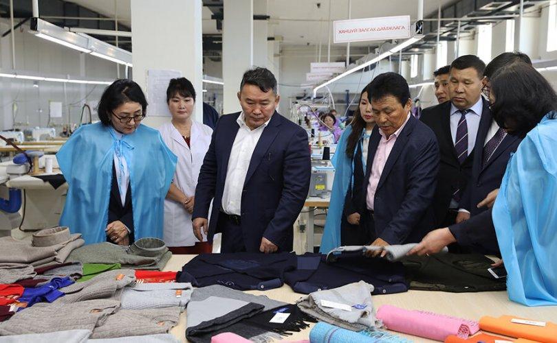Ерөнхийлөгч Төв аймаг дахь ноос, ноолуур боловсруулах үйлдвэрээр зочлов
