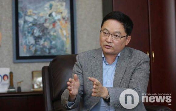 """Б.Лхагважав: Монголын улс төрийн """"зуд"""" эдийн засгаа чирж унагадаг"""