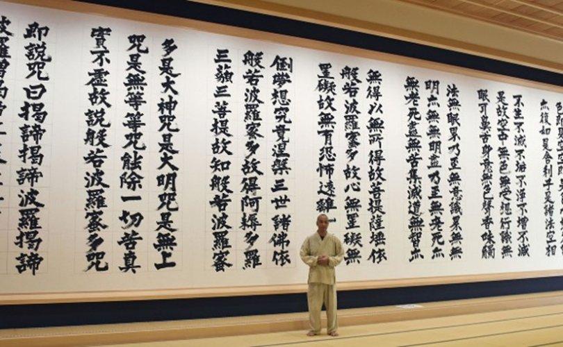 Дауны синдромтой уран бичээч дэлхийн хамгийн том Буддын шашны судрыг бүтээжээ