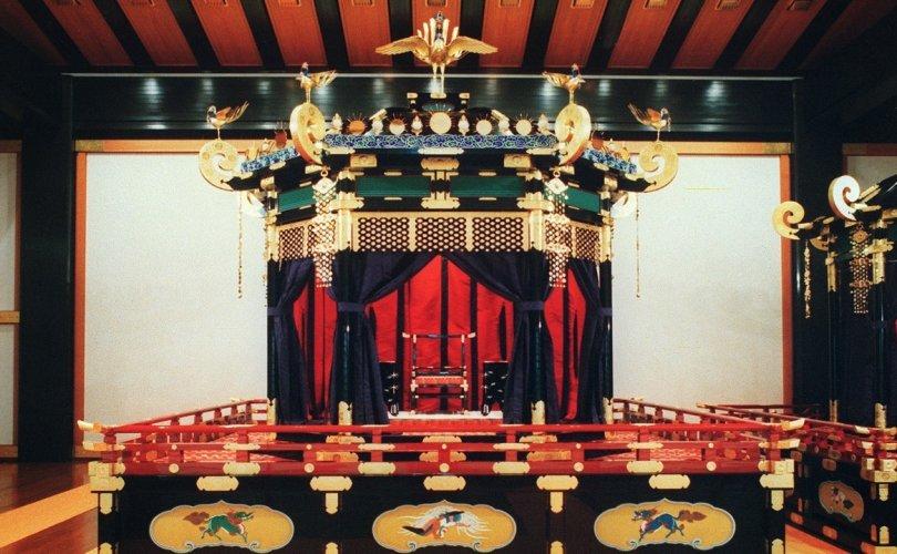 Японы шинэ эзэн хааны ширээг Токиод авчирлаа