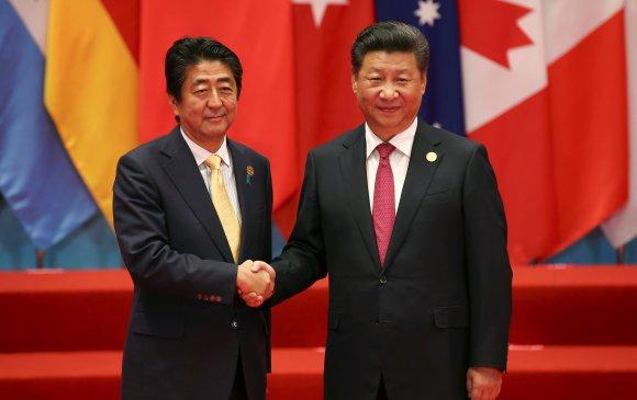 Шинзо Абэ Хятадад айлчилж байна