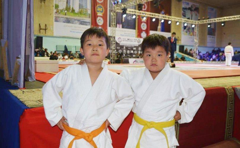 Н.Түвшинбаяр аваргын хөвгүүд дахин медаль хүртжээ