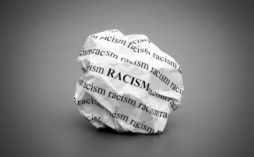 Берлин хотод арьс өнгөний үзэл, ялгаварлан гадуурхалтын эсрэг жагсаал болжээ