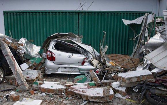 Индонезийн газар хөдлөлтөд 1200 хүн амиа алджээ
