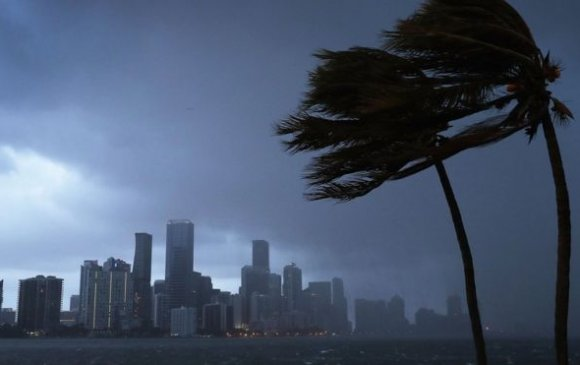 АНУ-ын Флоридад аймшигт хар салхи болно