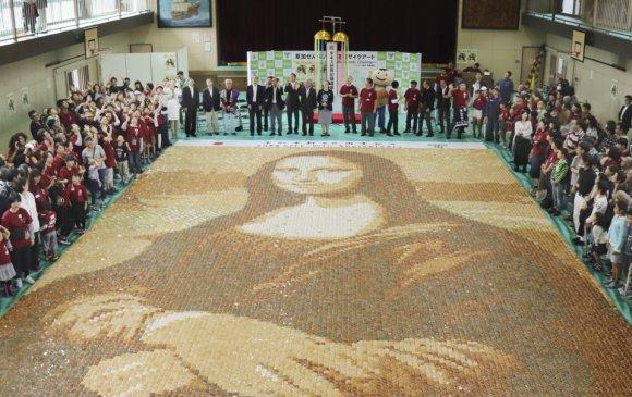 Будааны жигнэмэгээр бүтээсэн аварга том Мона Лиза
