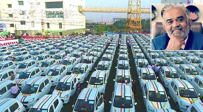 Энэтхэгийн бизнесмен ажилчдаа 600 машинаар шагнажээ