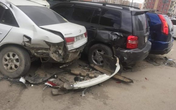 Согтуу жолооч таван машин мөргөжээ