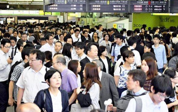 Трами хар салхи Токио хотын иргэдэд хүндрэл учруулжээ