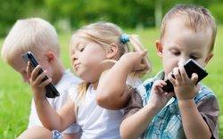 Удаан хугацаагаар дэлгэц ширтэх нь хүүхдийн тархинд муугаар нөлөөлдөг