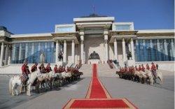 Чингис хааны хөшөөнд хүндэтгэл үзүүллээ
