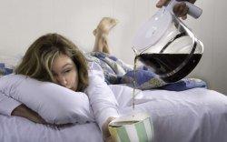 Алкоголь, кофе хоёрыг хольж болохгүй