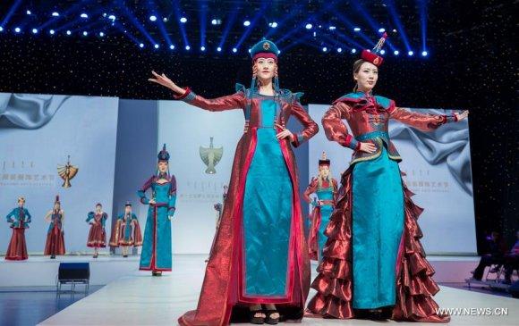 Хөх хотод Монгол үндэсний хувцасны фестиваль болж байна