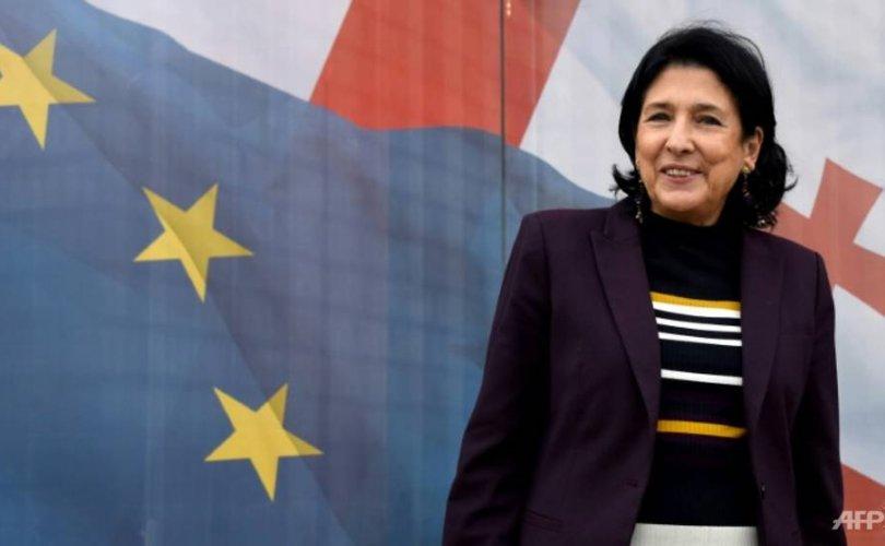 Гүрж улсын Ерөнхийлөгчөөр эмэгтэй хүн сонгогдлоо