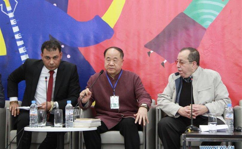 Нобелийн шагналт зохиолч Мо Ян Алжирийн номын үзэсгэлэнд хүрэлцэн иржээ
