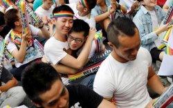 Санал хураалтын дүнгээр ижил хүйстний гэрлэлтийг эсэргүүцэв