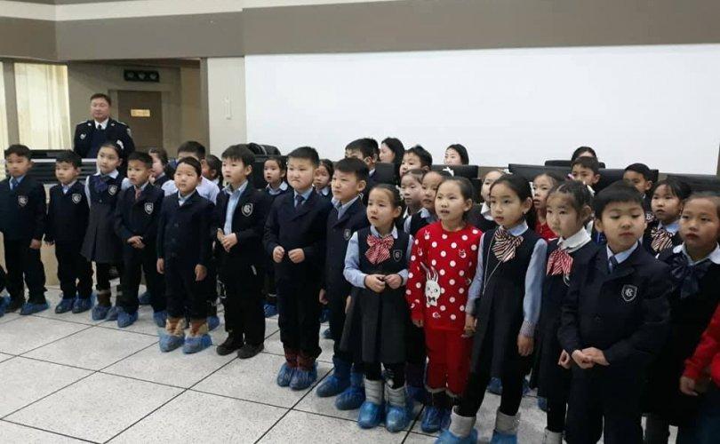 Хүүхдүүдэд замын хөдөлгөөнд хэрхэн зөв оролцох талаар мэдлэг олгов