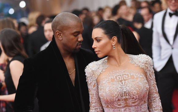 Ким Кардашиан: Миний нөхрөөс мөнгө үнэртдэг