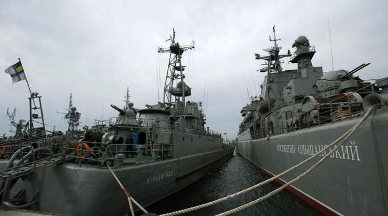 ОХУ Украйны цэргийн хөлөг онгоцнуудыг олзолжээ