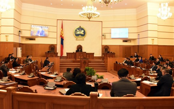 Улс төрийн өртөг Монголыг хямрал руу чирлээ