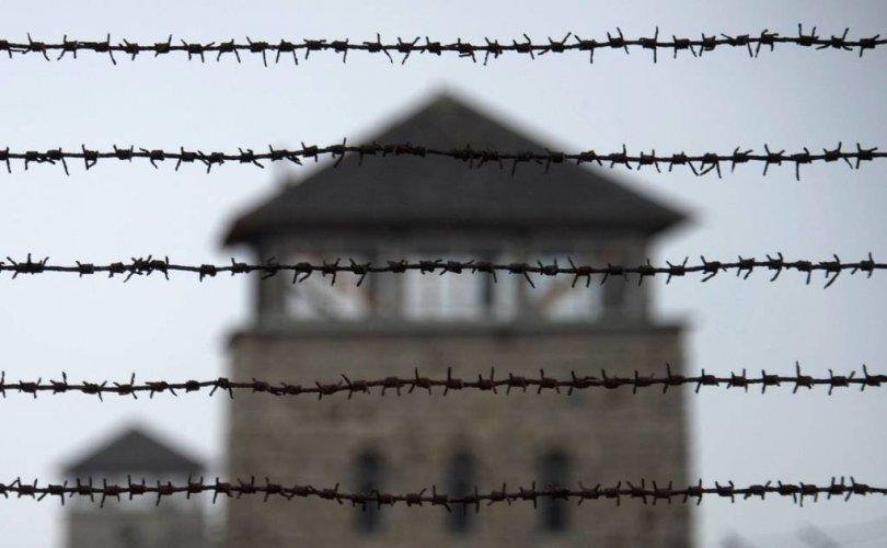 Хоёрдугаар дайны үеийн шоронгийн харгалзагчид ял онооно