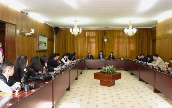 Парламентын үйл ажиллагааг сурвалжлахад анхаарах зарим асуудлын талаар санал солилцлоо