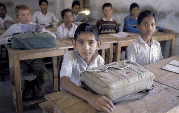 Бага ангийн сурагчдад гэрийн даалгавар өгөхийг хоригложээ